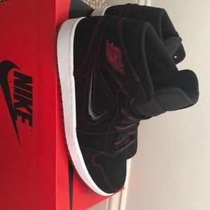 Air Jordan 1 Mid (Fearless Red/Black)